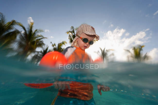 Toddler boy playing in water outdoors — Stock Photo
