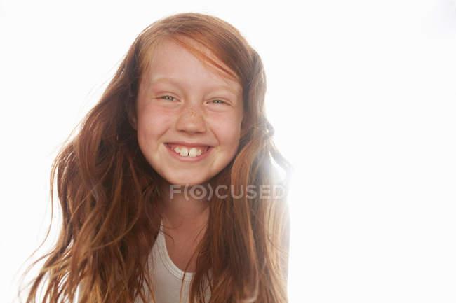 Primer plano de la chica con la cara sonriente - foto de stock