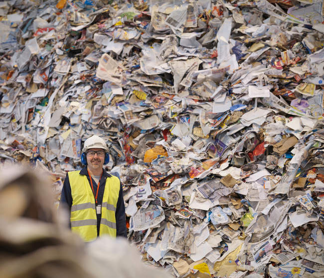 Worker With Paper In Recycle Plant — Stock Photo