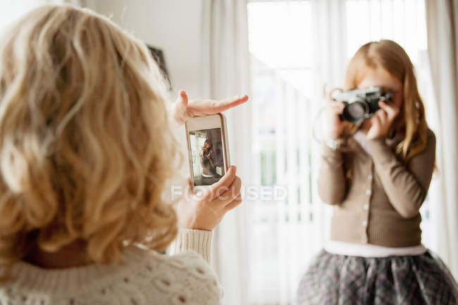 Girls taking pictures of each other — Stock Photo