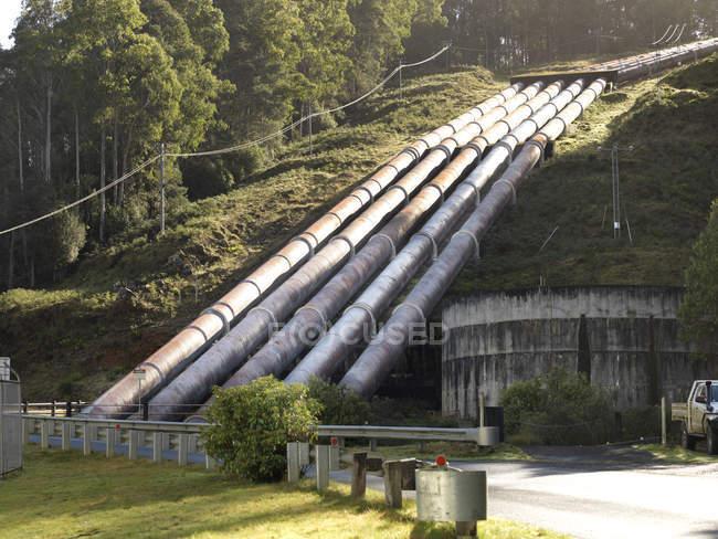 Hydroelektrische Industrierohre im Wasserkraftwerk Tasmania — Stockfoto