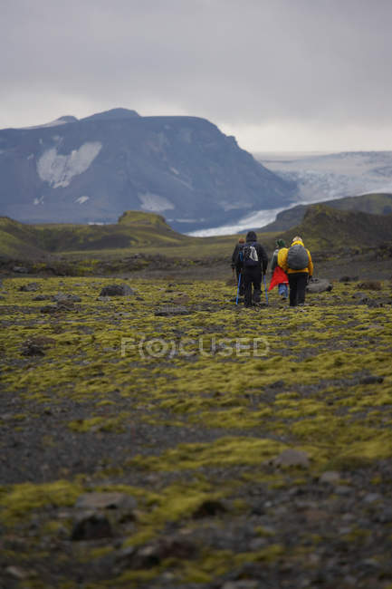 Randonneurs sur le sentier de Laugarvegur en Islande — Photo de stock