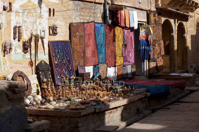 Souvenirs for sale at Jaisalmer Fort, the Golden Fort. Jaisalmer, Rajasthan, India — Stock Photo