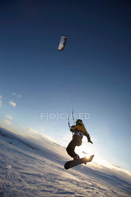 Виндсерфинг на сноуборде, избирательный фокус — стоковое фото