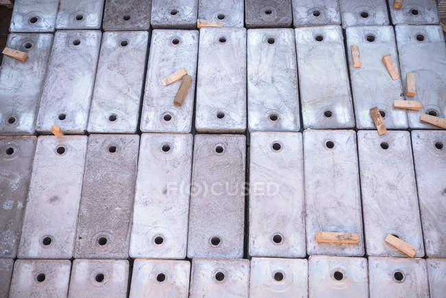 Carico in lega metallica in stiva — Foto stock