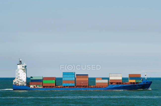 Recipientes para transporte de barcaças industriais — Fotografia de Stock