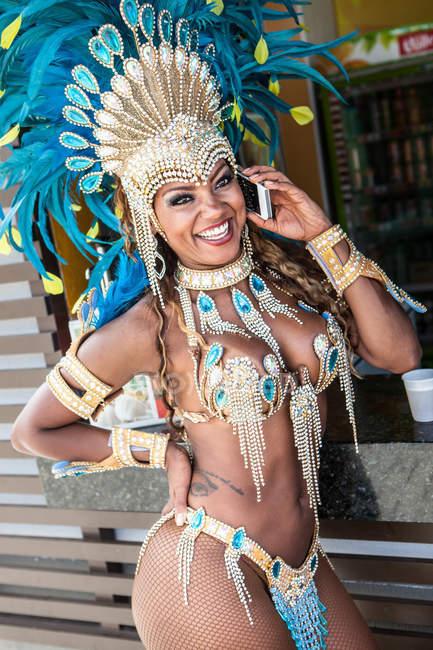 Samba dancer talking on cellphone, Rio De Janeiro, Brazil — Stock Photo