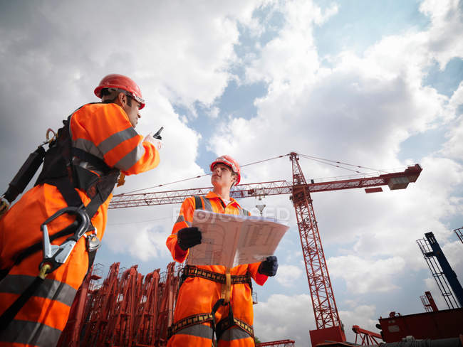 Crane Workers In Harnesses — Stock Photo