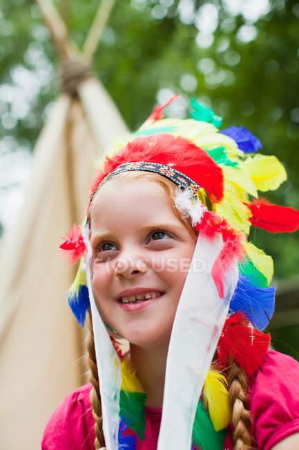 Дівчина носити індійський головний убір — стокове фото
