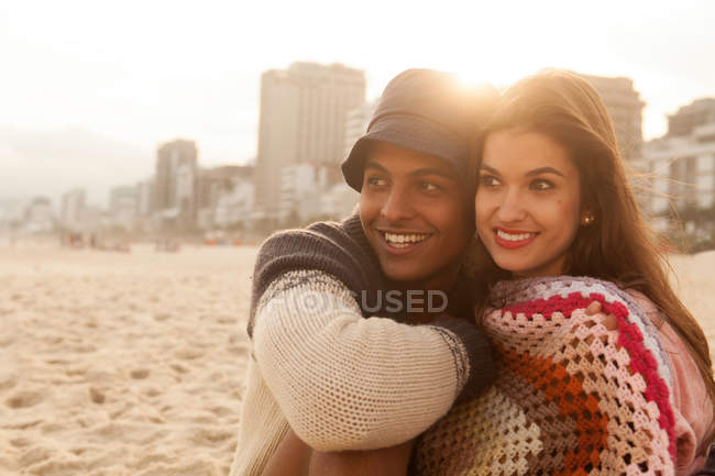 Smiling young couple on beach — Stock Photo