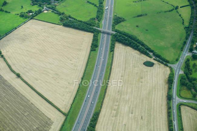 Campi rurali e strade — Foto stock