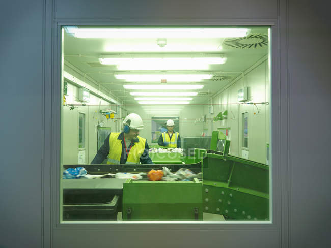 Workers Separating Waste In Plant — Stock Photo