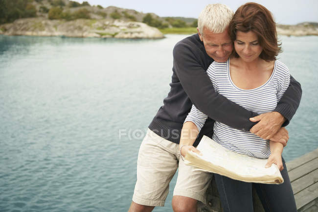 Middle aged couple with map — Stock Photo