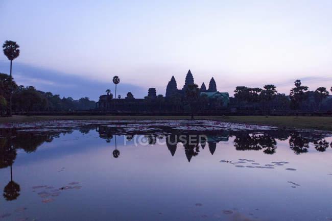 Angkor Wat at sunrise — Stock Photo