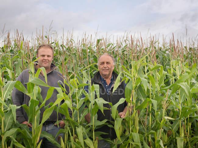 Farmers In Crop Field — Stock Photo