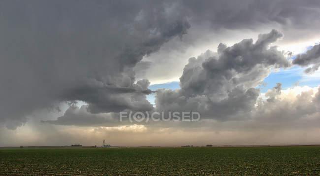 Отток ветры из набора застывания клетки охватить сельских город — стоковое фото