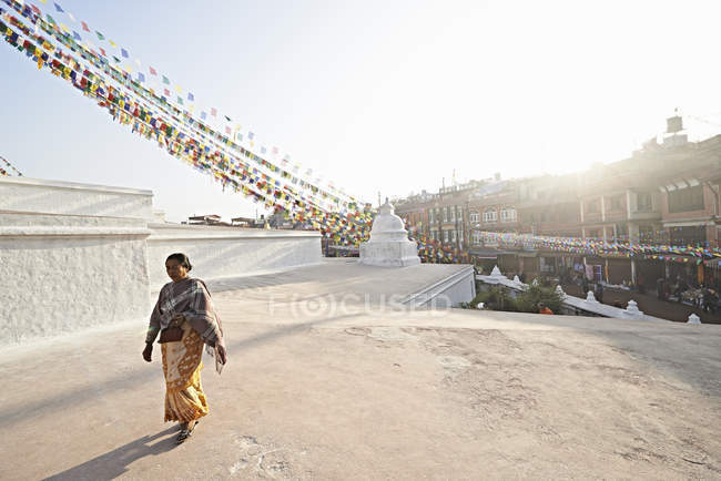 Senior woman strolling by  Boudhanath , Kathmandu, Nepal — Stock Photo
