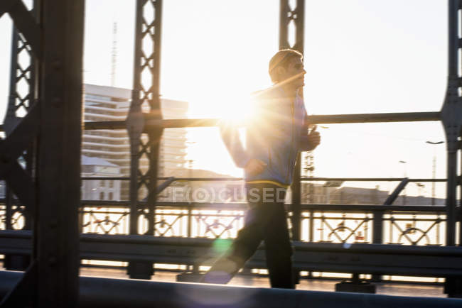 Man jogging on bridge, Munich, Bavaria, Germany — Stock Photo