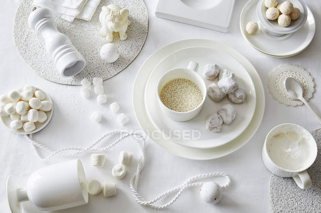 Confectionery and sugar cubes — Stock Photo