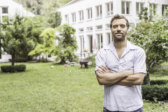 Portrait of mid adult man in front of house — Stock Photo