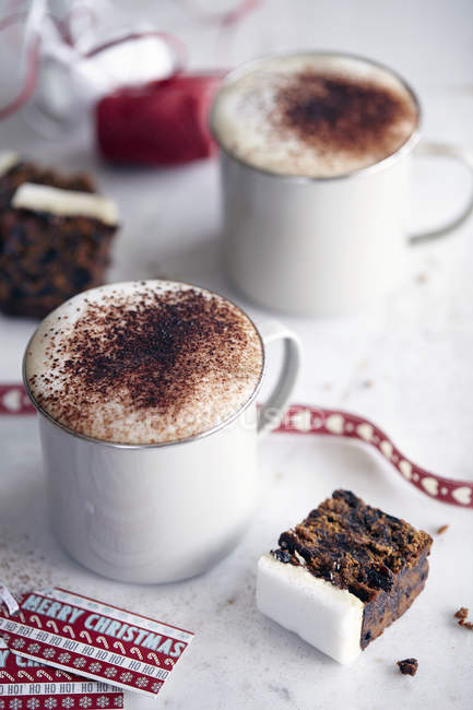 Coffee and Christmas cake — Stock Photo