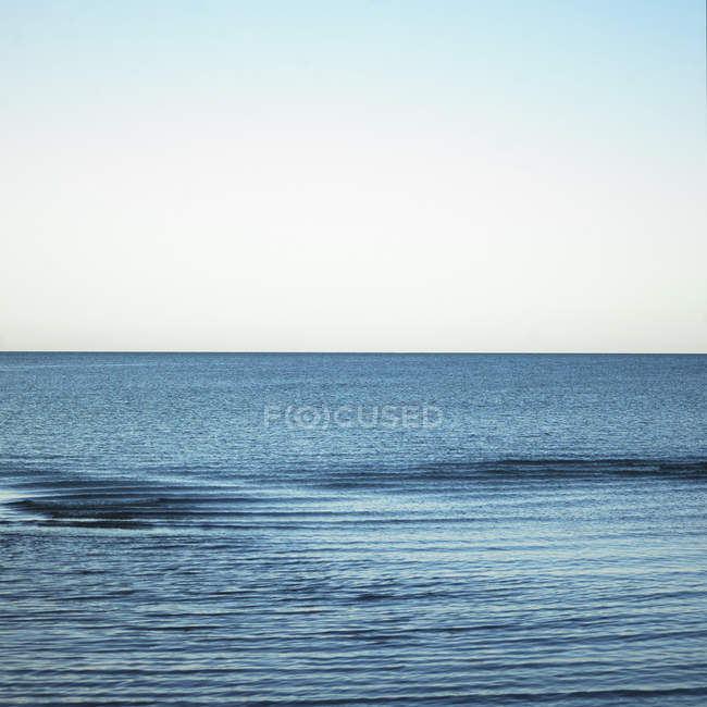 Horizon between blue sea and blue sky — Stock Photo