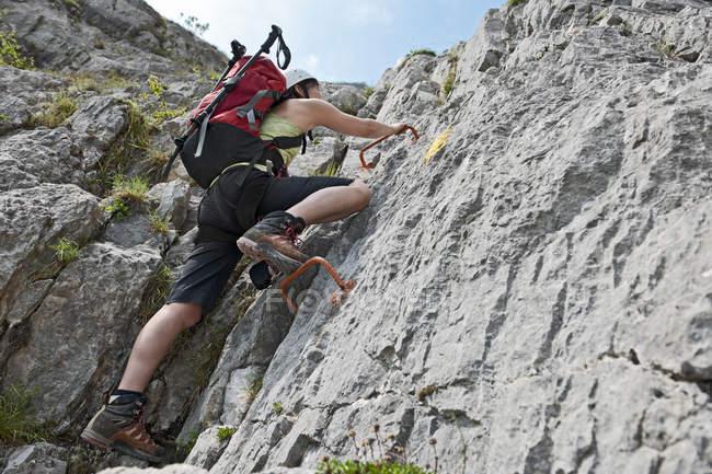 Female climber on via ferrata Che Guevara with fixed rungs, Monte Casale, Trentino, Italy — Stock Photo
