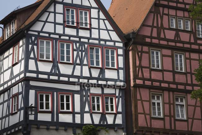 Traditionelle europäische Bauweise im Chalet-Stil, Deutschland, Baden-Württemberg — Stockfoto