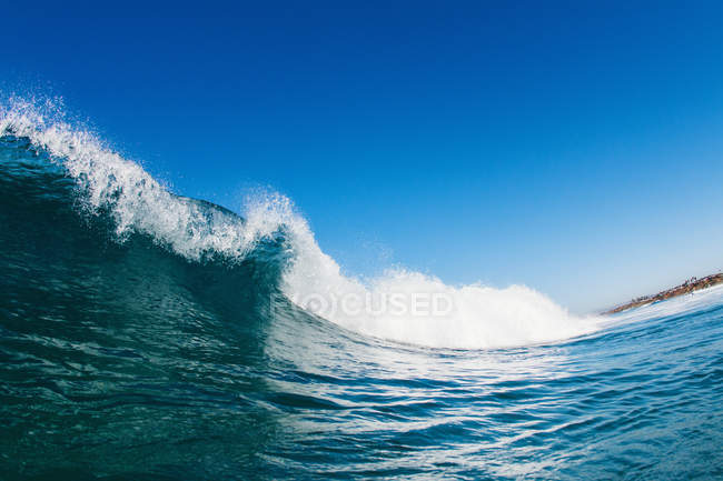 Beautiful seascape with blue barreling wave, close-up — Stock Photo