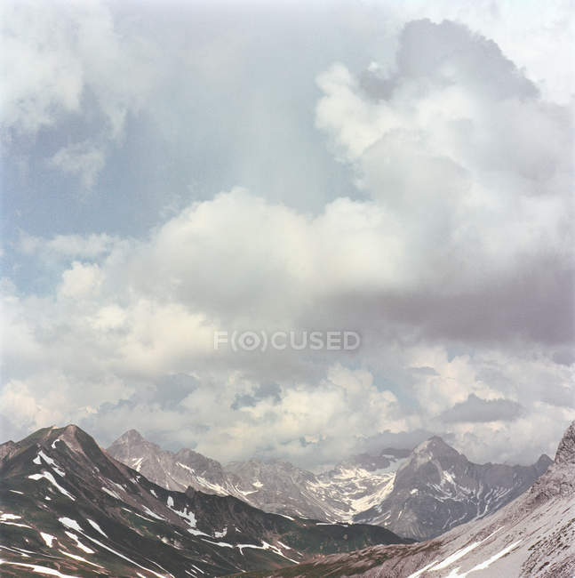 Storm clouds over mountains — Stock Photo