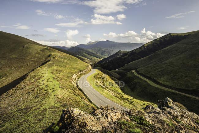 Перегляд доріг у сільській місцевості, Сен-Мішель, Піренеях, Франція — стокове фото