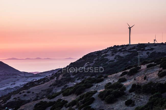 Turbinas eólicas no topo da montanha — Fotografia de Stock