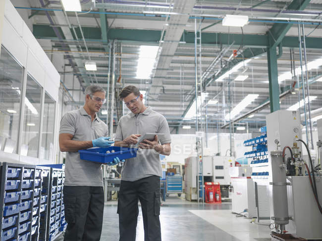 Engineers discussing work in orthopaedic factory — Stock Photo