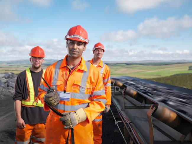 Coal Workers With Conveyor Belt — Stock Photo