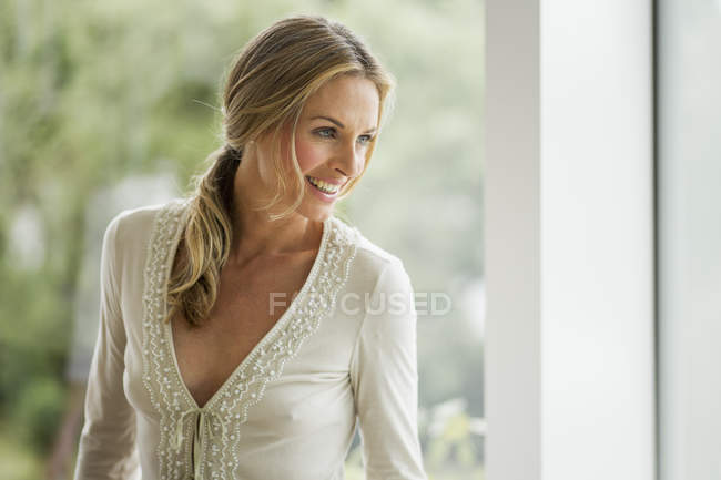 Mature blonde woman looking away, portrait — Stock Photo