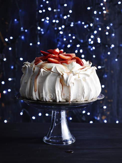 Strawberry covered pavlova on glass cake — Stock Photo