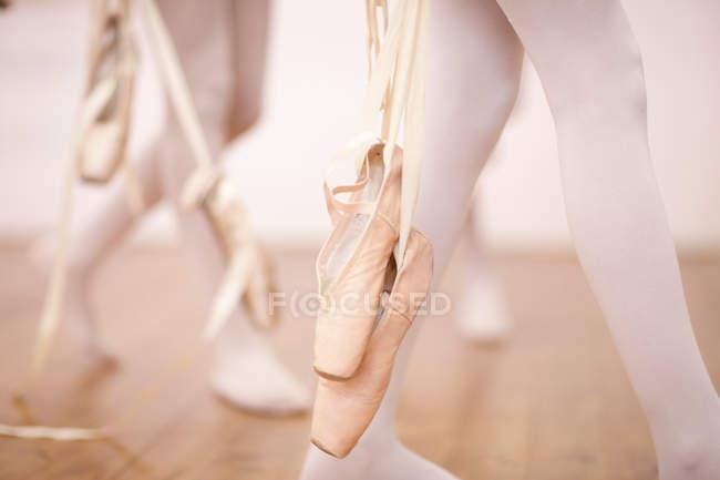 Detail of ballerinas legs leaving dance studio — Stock Photo