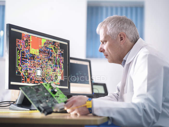 Engineer designing electronic circuitry for automotive using — Stock Photo