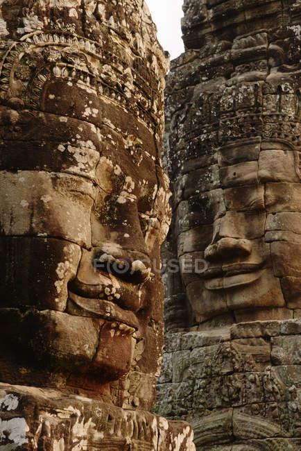 Крупним планом скульптурні обличчях Байон храм Ангкор Ват комплекс Siem Reap, Камбоджа — стокове фото