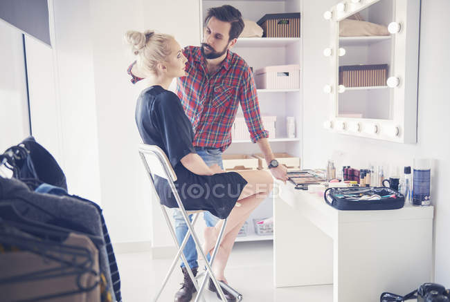 Male make up artist and model getting ready for photo shoot — Stock Photo