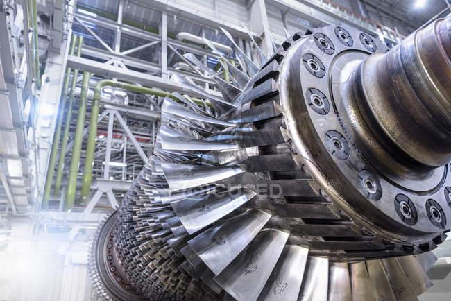 Turbina de gas en reparación en una central de gas - foto de stock
