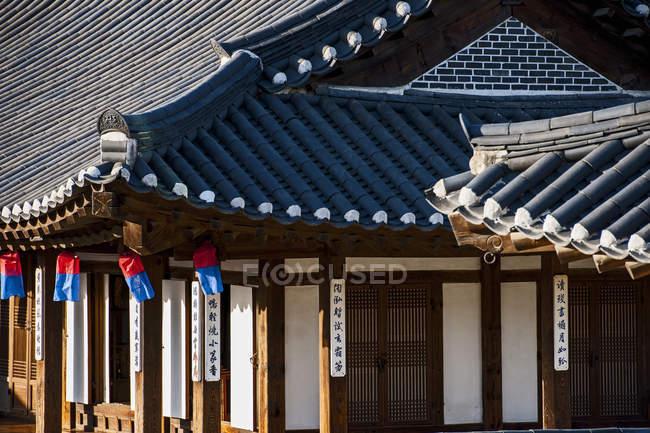 Деталь традиционных домов в Hangok музей под открытым небом в Сеуле, Южная Корея — стоковое фото