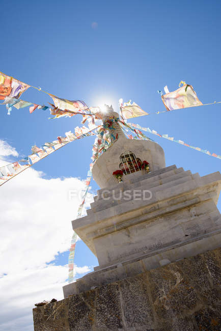 Low angle view of flags on sculpture — Stock Photo