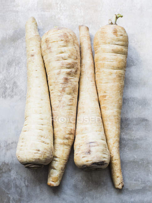 Close up shot of parsley roots on kitchen counter — Stock Photo