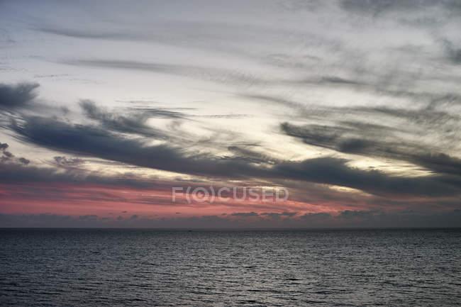Мальовничий вид на сірий небо над морем, Пафос, Кіпр — стокове фото