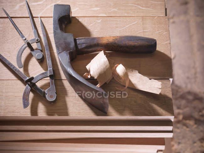Outils pour la fabrication de tonneaux en tonnellerie — Photo de stock