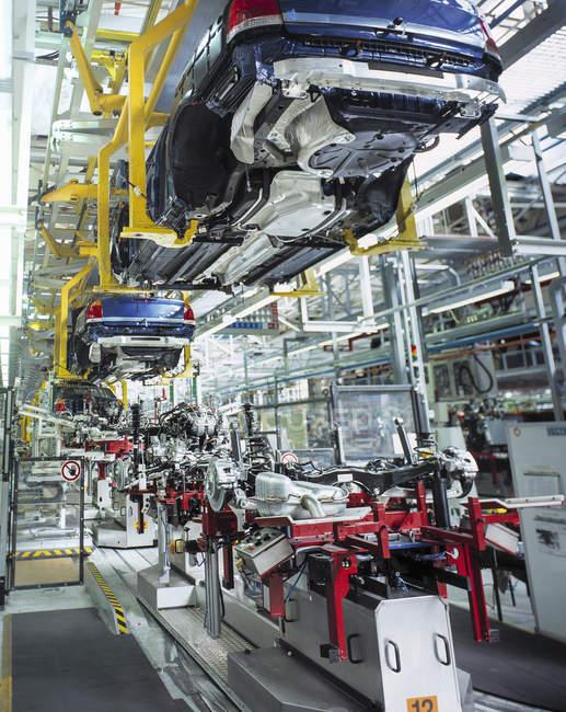 Carrozzerie e motori in fabbrica — Foto stock