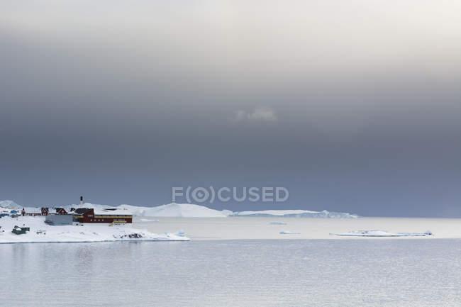Nuages de la tempête dans la baie de Disko à Ilulissat, au Groenland — Photo de stock