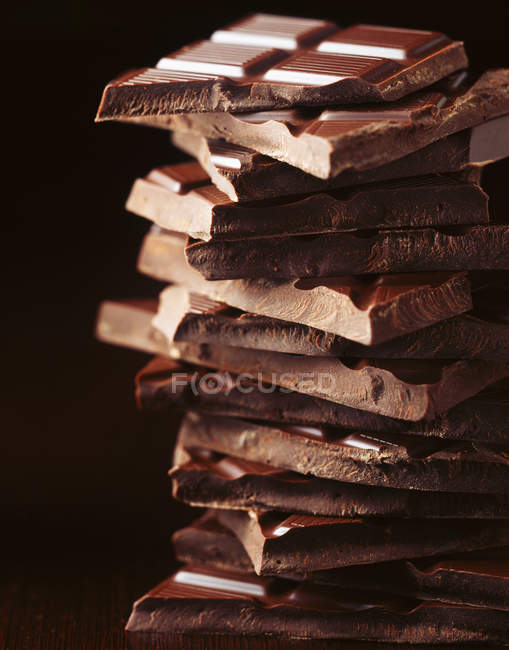 Стек broken шоколаду, крупним планом постріл — стокове фото