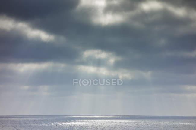 Céu e oceano tempestuosos, Lanzarote, Ilhas Canárias, Espanha — Fotografia de Stock